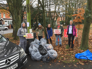 David Farrow and Izzy Knowles litter picking in Moseley